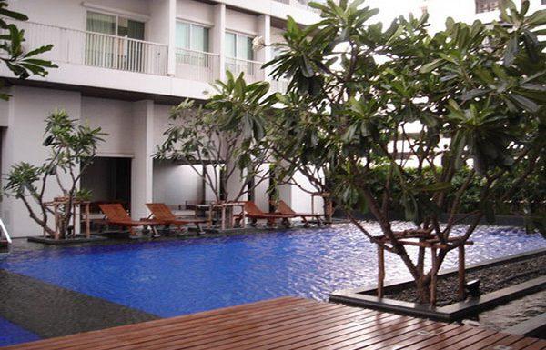 Noble-Ora-condo-Bangkok-swimmingpool-1